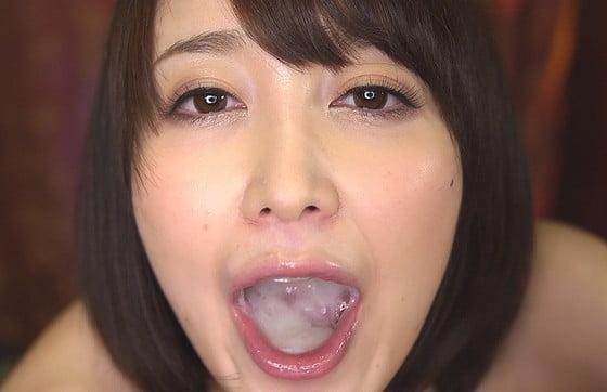 カメラにザーメンを見せつける篠田ゆうちゃん
