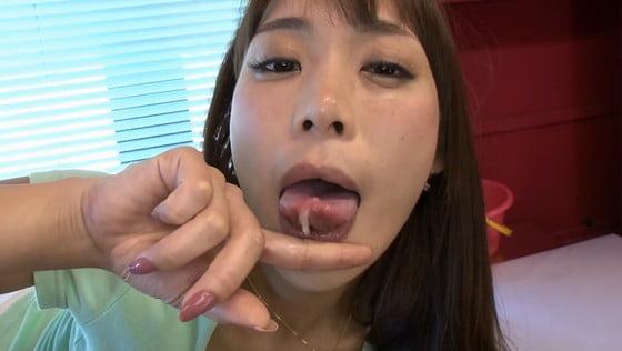 高瀬杏の変態精子ごっくん